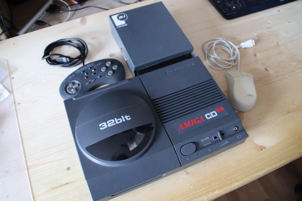 Bild: Amiga CD32 Set mit SX1 Erweiterung